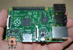 Rasberry PI model B+ a kézben