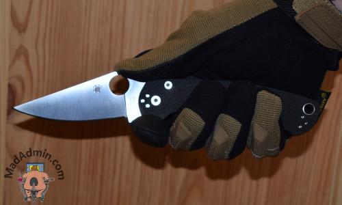 Spyderco Para Military 2 G10 kézben