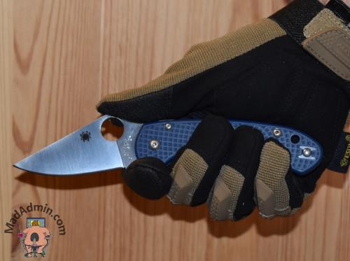 Spyderco Para 3 LW SPY27 kézben