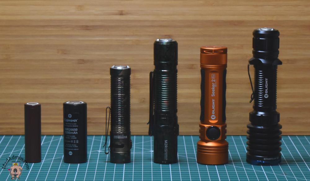 Balról jobbra: 18650 akku, 26650 akku, Olight Warrior Mini, M2R Pro Warrior, Seeker 2 Pro és Olight Warrior X Pro